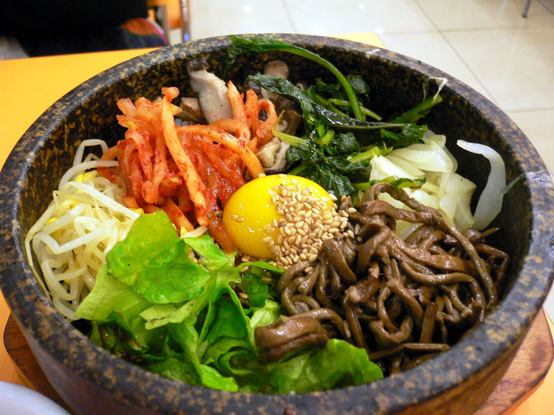 http://addictedkorea.files.wordpress.com/2010/06/800px-korean-food-bibimbap-02.jpg