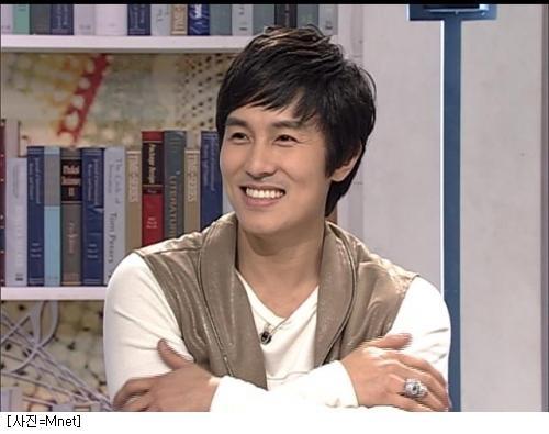 kim dongwan �tahun 2012 shinhwa berencana untuk reuni